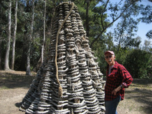 Lloyd Hamrol and his sculpture <em>Woven Cone</em> (1973) at California Institute of the Arts, Valencia, California on May 22, 2007. Photo by the author.