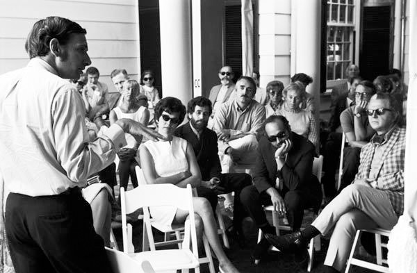 Deans and trustees meeting, 1969. Courtesy of the California Institute of the Arts Archive.