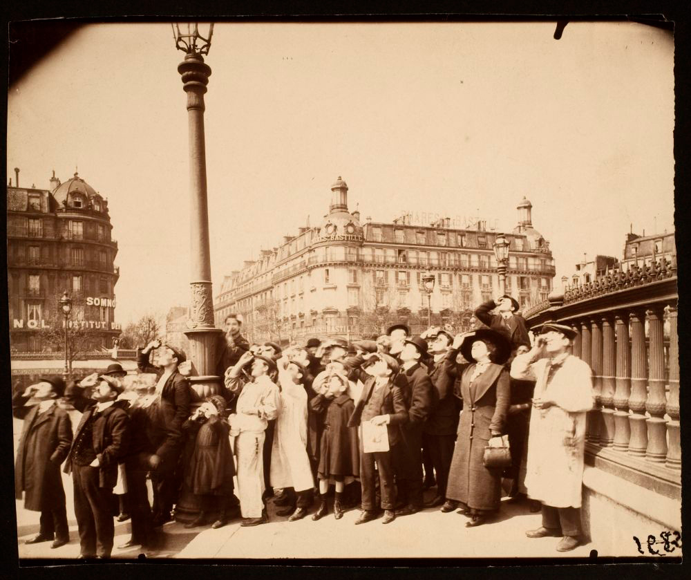 Eugene Atget, <em>L'Eclipse</em>, 1912. Albumen print, 6 x 8 in. Courtesy of the George Eastman House Collection.