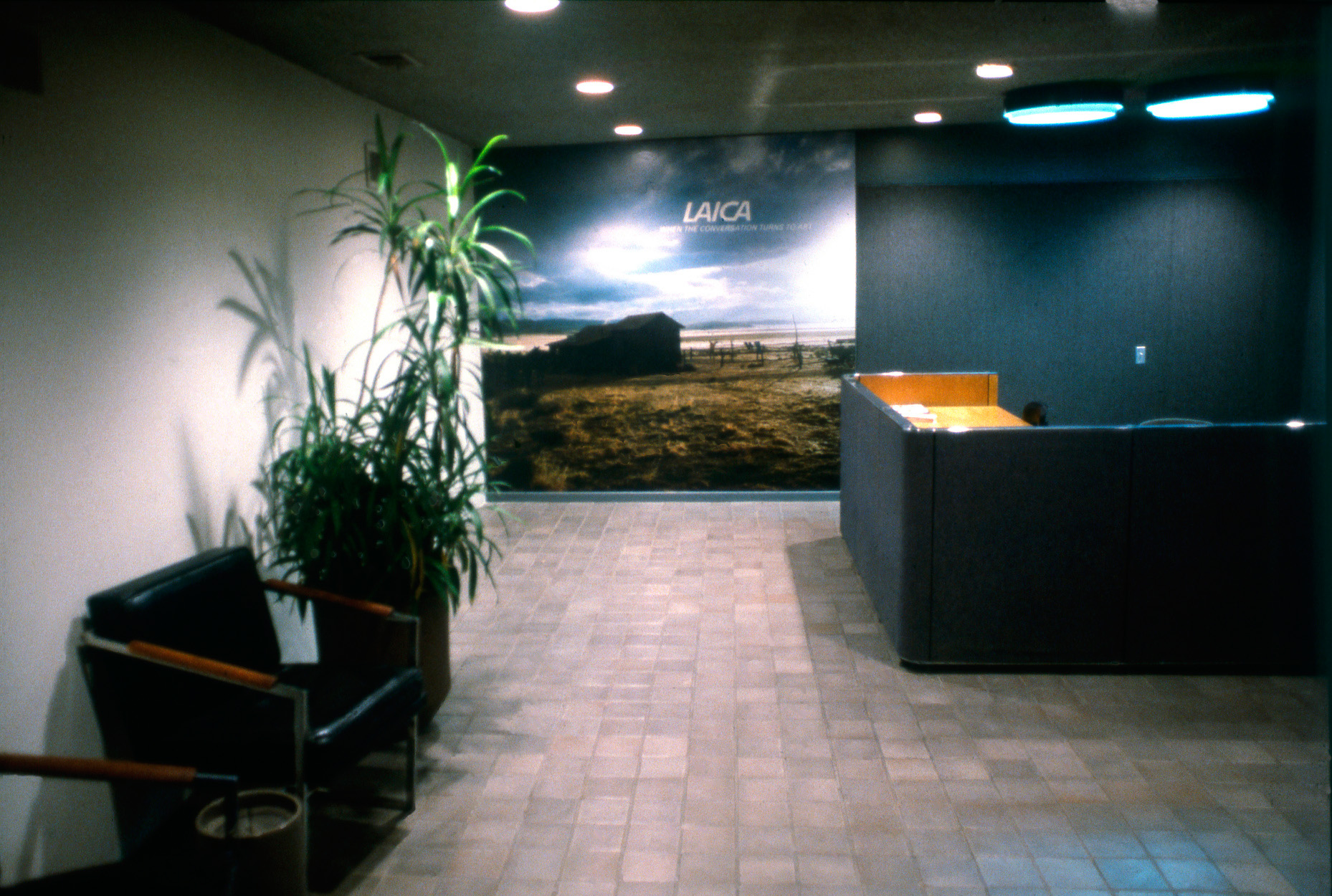 John Knight, <em>LAICA: When the Conversation Turns to Art</em>, a work in situ at LAICA Gallery, 1984. Installation view. Courtesy of the artist.