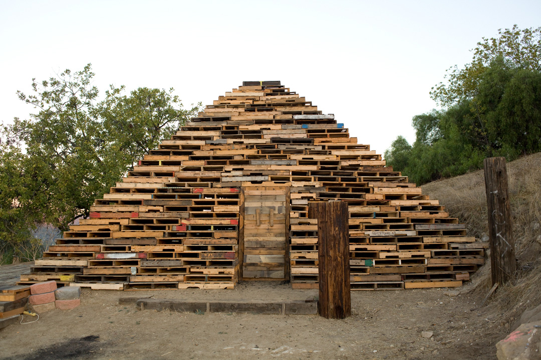 Liz Glynn, <em><strong>III</strong></em>, 2010. Reclaimed wooden pallets, 16 x 27 x 27'. Courtesy of the artist and Redling Fine Art, Los Angeles.