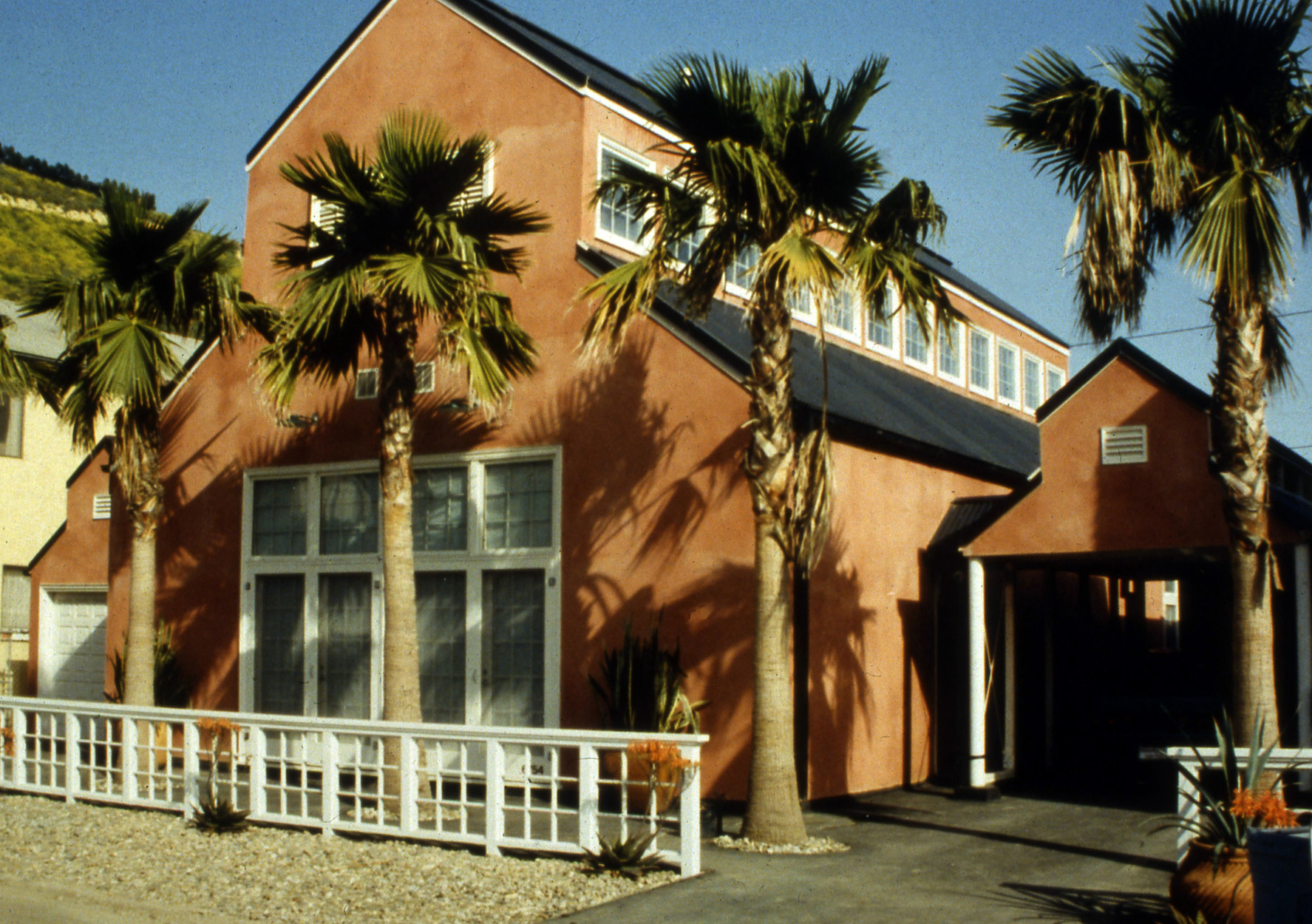 Roger Brown Residence, La Conchita, CA; architect Stanley Tigerman, 1988.