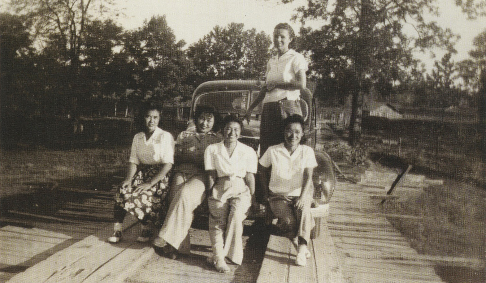 Ruth (second from left) and her teacher, Mrs. Beasley (standing), with other students at Rohwer, 1943. Photograph by Mabel Rose Jamison.