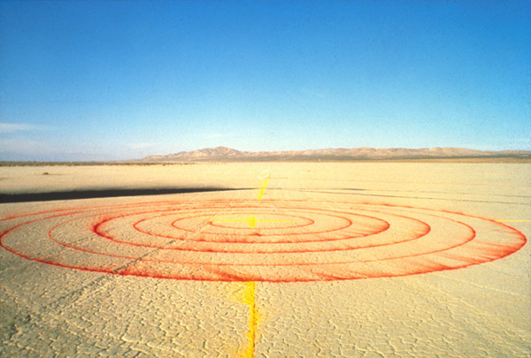 Lita Albuquerque, <i>Spine of the Earth</i>, 1980, El Mirage Dry Lake Bed, Mojave Desert, California, courtesy of the artist and Kohn Gallery