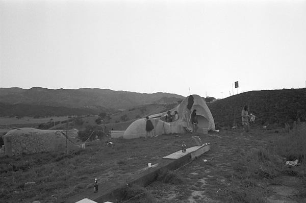 Alison Knowles, <em>House of Dust</em>, 1967-70, installed at CalArts in Valencia, CA, 1971. Photo: Barry Hyams. Courtesy of the California Institute of the Arts Archive.