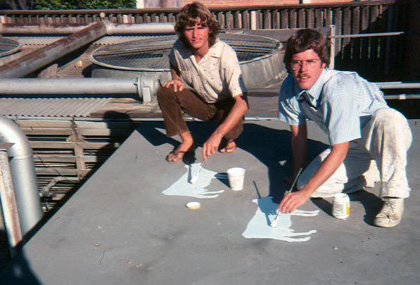 Michael Uhlenkott and Jeffrey Vallance painting cows on the roof of CSUN, 1977.