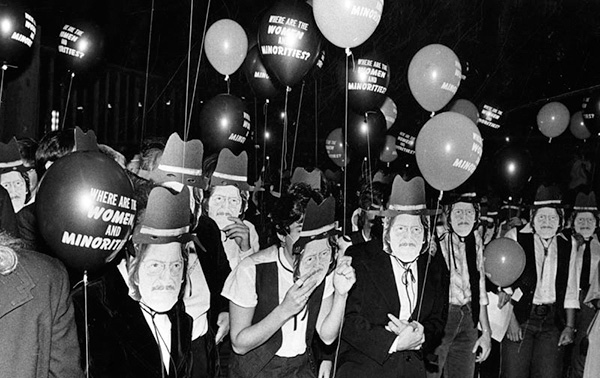 Protest at County Art Museum, July 16, 1981. Photo: Anne Knudsen/Los Angeles Herald-Examiner Collection. Courtesy of the Los Angeles Public Library.