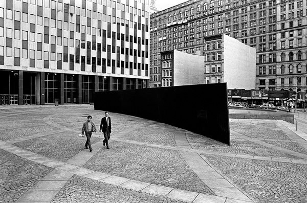 Richard Serra, <i>Tilted Arc</i>, 1981. Steel, 12 ft. x 120 ft. x 2 1/2 in. Installed in New York City (destroyed 1989). Photo: David Aschkenas.
