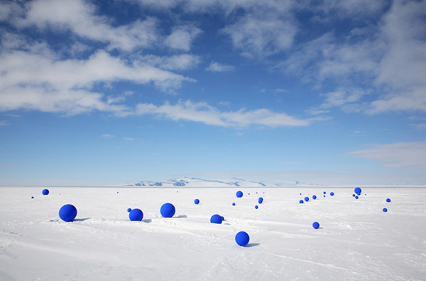 Lita Albuquerque, <i>Stellar Axis</i>, 2006, Antarctica, courtesy of the artist and Kohn Gallery