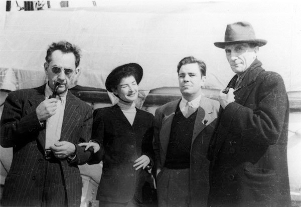 Left to right: Man Ray, Juliet Ray, William Copley, and Marcel Duchamp aboard the S.S. De Grasse, before their departure for Paris on March 12, 1951. Photographer unknown. Courtesy of the Estate of William N. Copley.